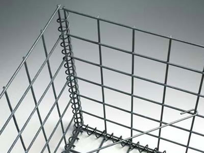 A galvanized stiffener is installed on the welded gabion cage.
